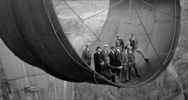 how many people died building the hoover dam